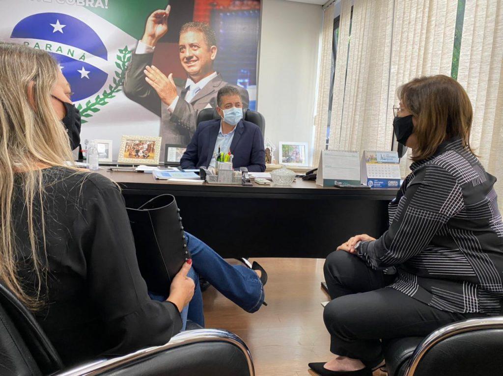 Prefeita Mônica apresenta demandas ao deputado Cobra Repórter e ao secretário Márcio Nunes